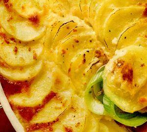 Cartofi gratinaţi cu praz, ciuperci si parmezan