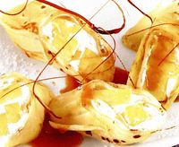 Clătite cu cocos umplute cu frisca si ananas
