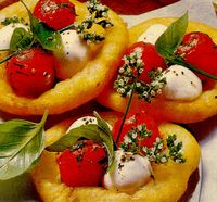 Pizza de cartofi cu roşii cherry si mozzarella