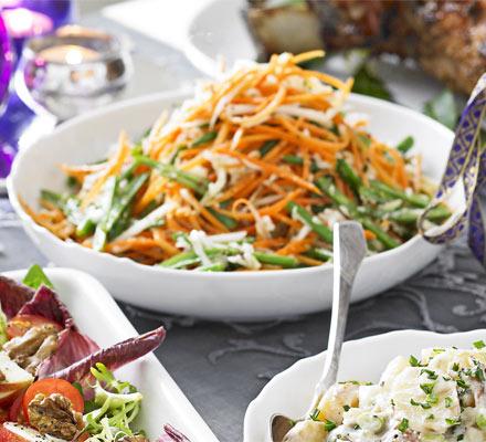 Salată de iarnă cu dressing cald de seminţe de ţelină