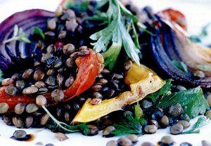 Salată cu linte şi ardei copţi, cu cimbru