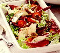 Salata verde cu andive, mar si dressing de mac