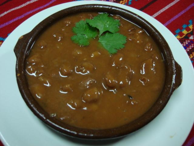 Supă de fasole neagră