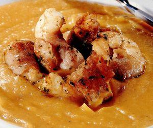 Supă-cremă de dovleac cu creveţi şi jambon afumat