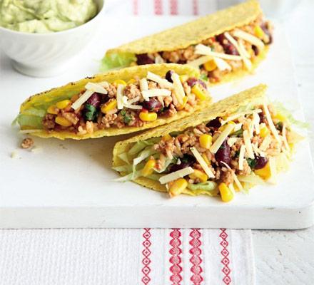 Tacos cu carne picantă de curcan şi orez