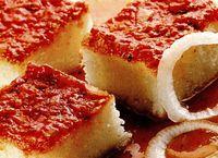 Mămăligă la grătar cu sos de roşii