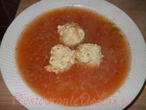 Reteta zilei: Supa de perisoare din piept de curcan