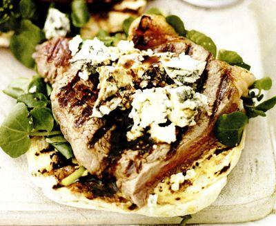 Bruschete cu muşchi de vită şi gorgonzola