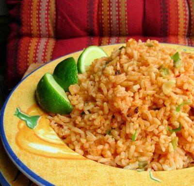 Orez mexican cu usturoi şi sos de roşii