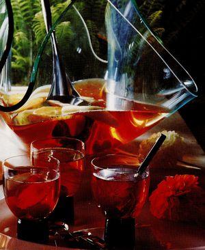 Punci cu vin rose si lichior de visine