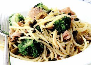 Spaghete cu lamaie, ton si broccoli