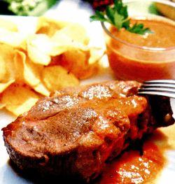 Ceafă de porc cu sos de roşii