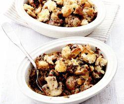 Ciuperci şi cârnaţi la cuptor