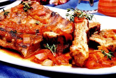 Costite de porc cu legume la cuptor