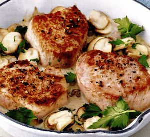 Medalioane de porc în sos picant de smântână cu ciuperci