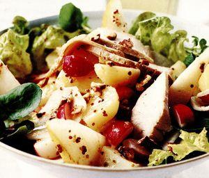 Salată cu carne de porc, pere şi nuci pecan