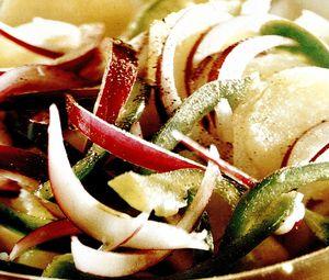 Salată cu ceapa rosie