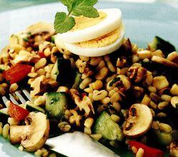 Salată cu porumb dulce şi cereale integrale