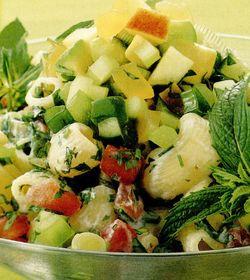 Salată de paste cu salsa de castraveţi