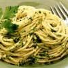 Spaghete_cu_pesto_pe_baza_de_patrunjel