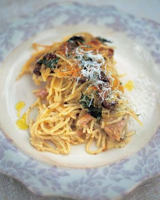 Spaghete cu pui şi ciuperci, scăldate în vin alb
