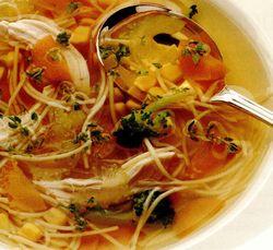 Supă tradiţională de pui cu tăiţei