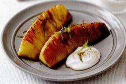 Ananas glazurat cu brânză dulce şi scorţişoară