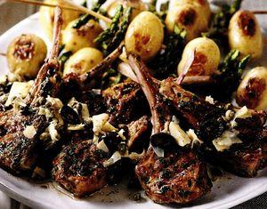 Cotlete de berbecuţ cu legume la grătar