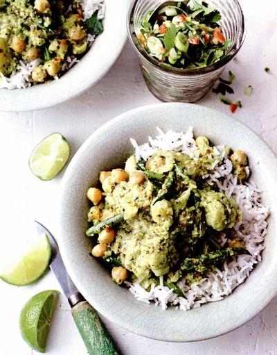 Curry de cartofi noi, conopidă, năut şi fasole verde