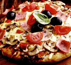 Pizza cu şuncă si ciuperci