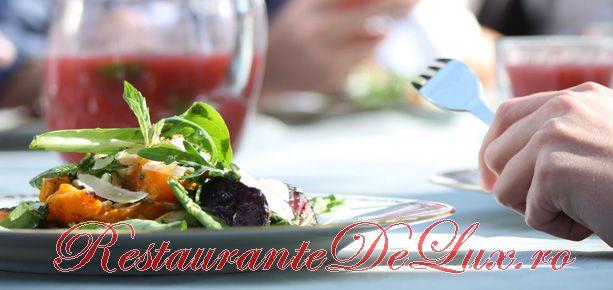 Salată de dovlecei cu sos de usturoi