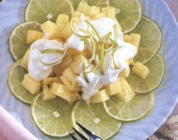 Salată de ananas cu frişcă şi lămâie