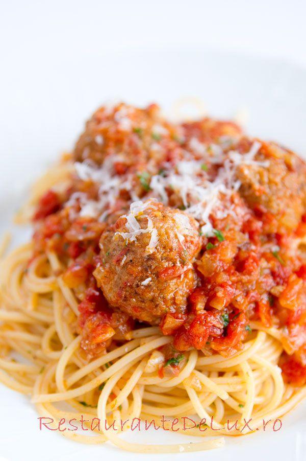 Reteta zilei: Spaghete cu sos de rosii si chiftelute