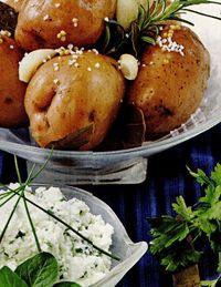 Cartofi cu usturoi si brânză cu verdeţuri