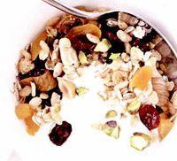 Cereale cu nuci şi fructe crocante