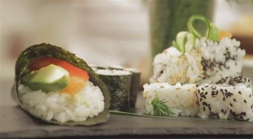 Cum se prepara sushi (video)