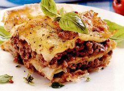 Lasagna cu carne şi sos alb