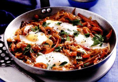 Ouă cu legume în stil turcesc (Menemen)