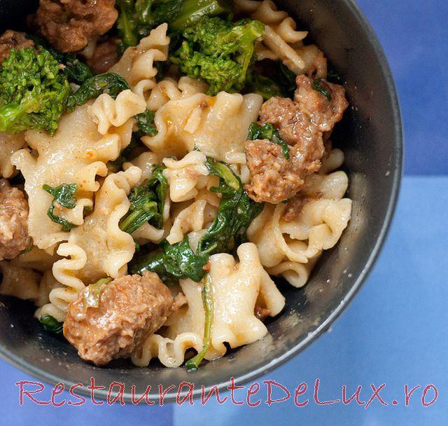 Reteta zilei: Paste cu broccoli si carnati