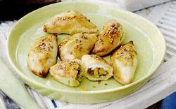 Pateuri umplute cu porumb, brânză şi chilli