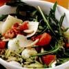 Salata_cu_mozzarella_si_paste_scurte