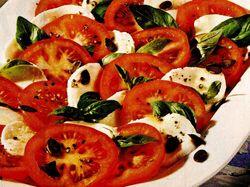 Salată cu mozzarella si roşii