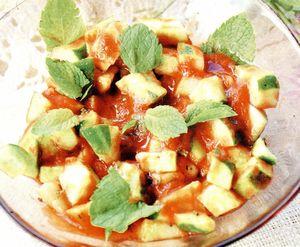 Salata de castraveti cu sos de rosii