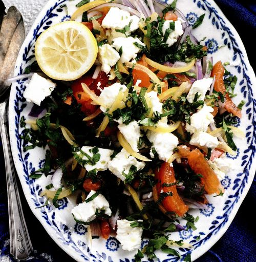 Salată de roşii cu feta şi lămâi murate