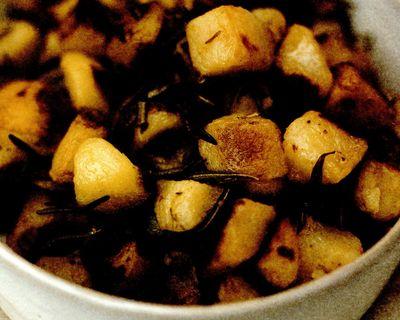 Cartofi la tavă cu rozmarin