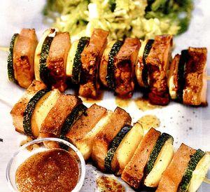 Frigărui cu caşcaval si salată de varză cu muştar