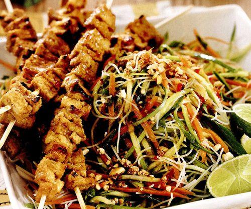 Frigarui de tofu cu salata de taitei
