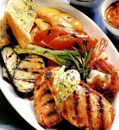 Mix grill cu pui marinat si legume