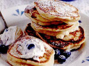 Pancakes cu cremă de afine