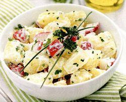 Salată de cartofi cu oua si iaurt